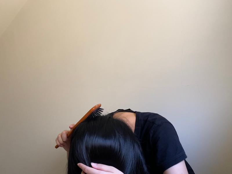 使用 AVEDA 逆梳頭髮